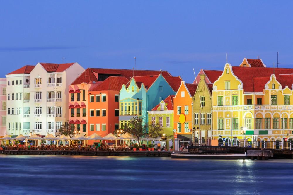 Willemstad_Curacao_Netherlands_.jpg (1000×666)